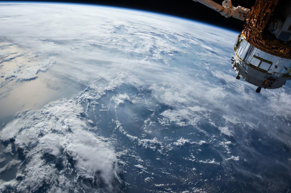 satellite-1030779_1920.jpg